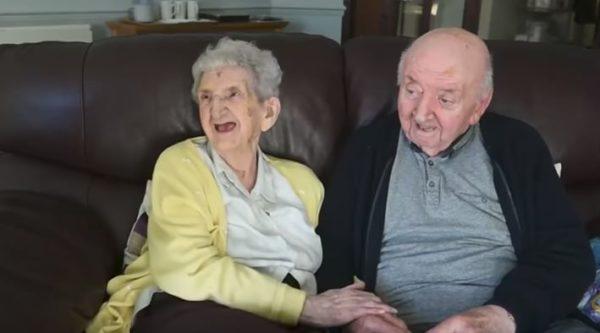 Conoce a la madre de 98 años que se muda a residencia para cuidar a su hijo de 80 años