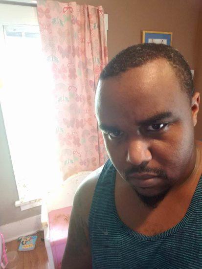 Padre percibe un desagradable olor en la habitación de su hija, al entrar grita horrorizado