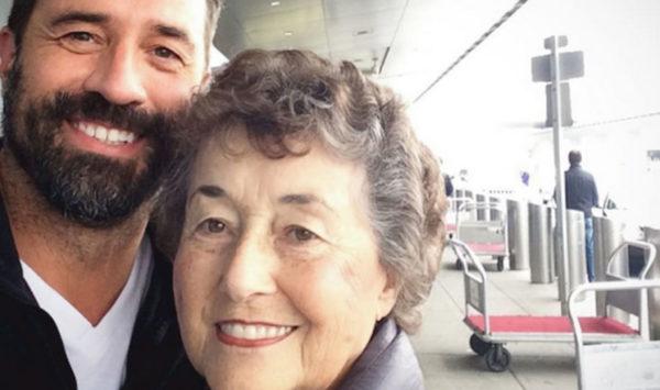 Por 20 años cuidó a su esposo enfermo. Al morir, su hijo le llama y le da la sorpresa de su vida