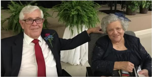 Tras revisar su vieja agenda, este anciano encontró algo que le cambió la vida