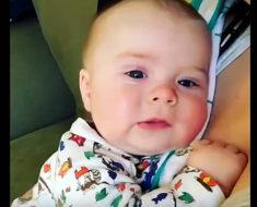 Bebé estornuda con mucha fuerza, pero ahora mira cuando abre la boca y dice 2 palabras. ¡Quedo muda!