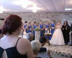 La novia ve a la ex del esposo en la boda: Interrumpe todo y la obliga a levantarse