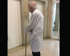 Médico jubilado de 91 años va al hospital todos los días – ahora la razón conmueve a un mundo entero