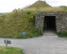 En 1850 un campesino encontró una puerta secreta en la tierra, lo que halló al otro lado asombró al mundo