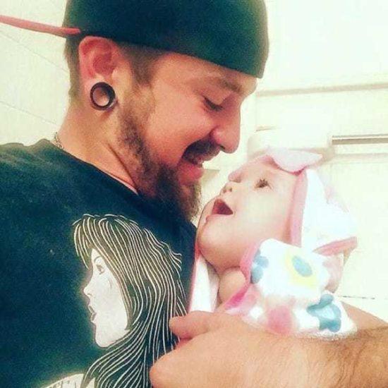 Madre abandona a su recién nacido: Entonces el padre comparte emotiva carta en Facebook