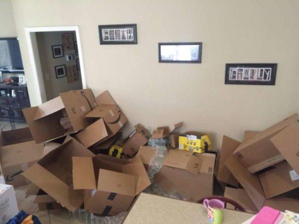 Nadie quiso ir a la fiesta de esta embarazada. Entonces, decenas de paquetes de desconocidos llegan a la puerta