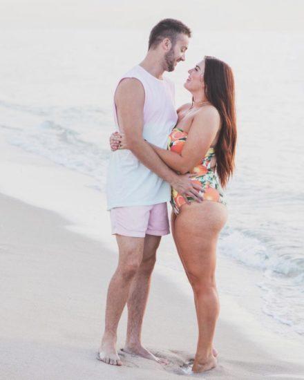 Publicó foto de su esposa en bikini – lo que dijo sobre el cuerpo de ella ha hecho llorar a miles