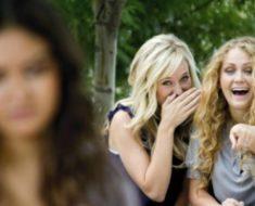 Chica víctima de bullying no se atreve a ir a graduación – Luego 120 motoristas a llaman a su puerta