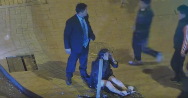 Hombre golpeó a su novia en el rostro y la arrastró del cabello – Luego recibió una brutal venganza