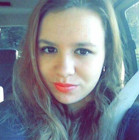 Joven sufre un accidente: A las 24 horas la madre halla el móvil en los restos del auto y descubre algo triste