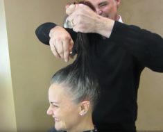 Mujer se cansa de esconder su pelo gris – peluquero le da un nuevo look y la deja irreconocible