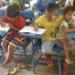 Niño de 7 años llega la escuela con su hermanito – cuando supe por qué me conmovió el corazón