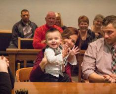 Niño lanza un grito en la corte y el juez sabe directamente que la decisión es correcta