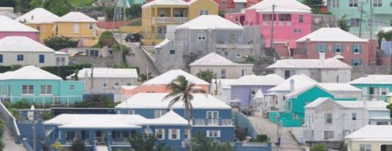 Todas las casas en las Bermudas tienen escaleras blancas en el techo y la razón te sorprenderá