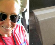 Profesora recibe su bolso perdido por correo. Pero cuando levanta el paquete ve algo más