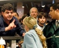 Pasajero insultó a mujer en el check-in; ella respondió con 5 palabras que lo dejaron callado