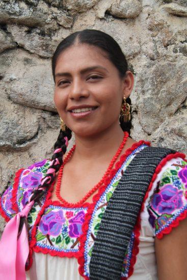 trajes tipicos de las 8 regiones de oaxaca