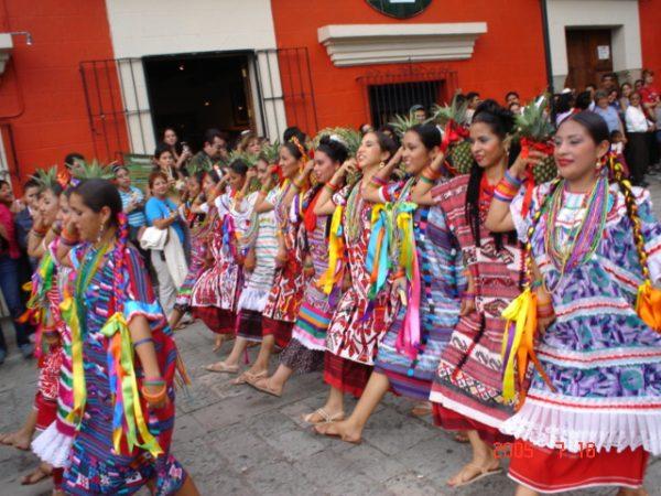 vestimenta tipica baile flor de piña oaxaca