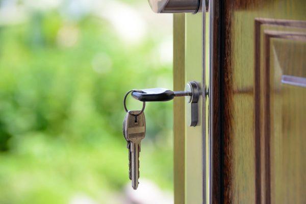 proteger tu casa contra los robos en vacaciones